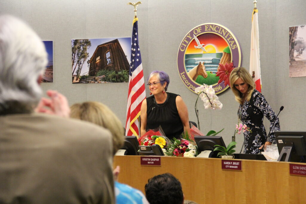 Lisa Shaffer gets a standing ovation at her last Encinitas City Council Meeting.
